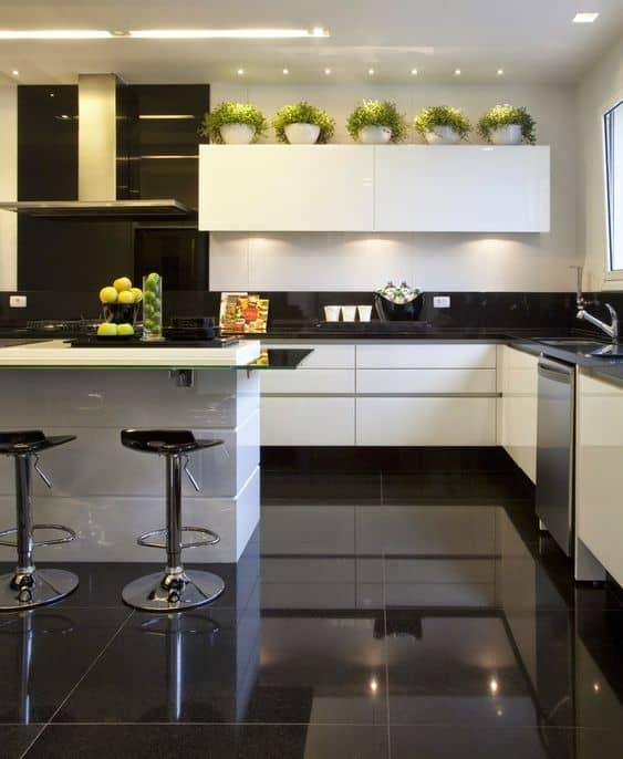 cozinha-cozinha com piso preto-cozinha com porcelanato-porcelanato preto-cozinha com porcelanato preto