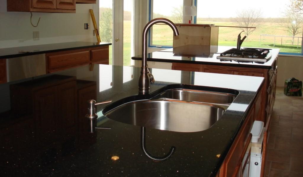 granito-black-galaxy-bancada-cozinha