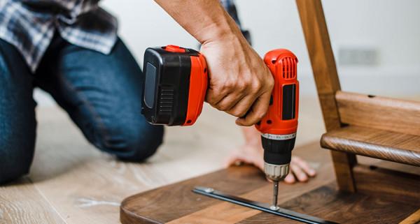 perfurar-madeira-furadeira-eletrica