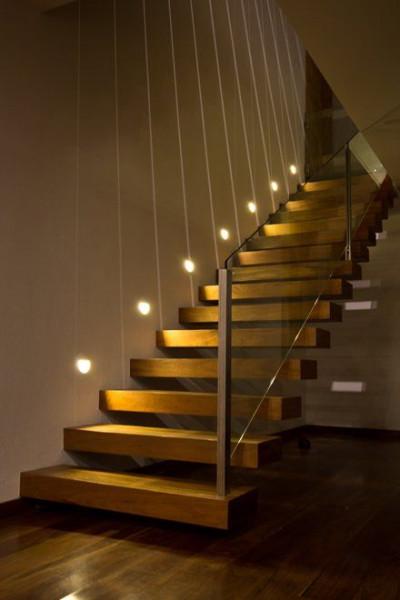 escada-com-spot-embutido