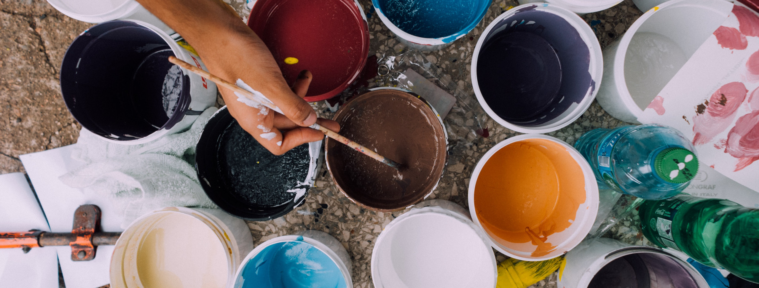 cores-diferentes-tinta-acrilica-esmalte-parede-pintura-pintar-superficie