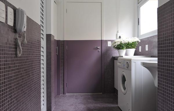 lavanderia-decorada-piso-roxo