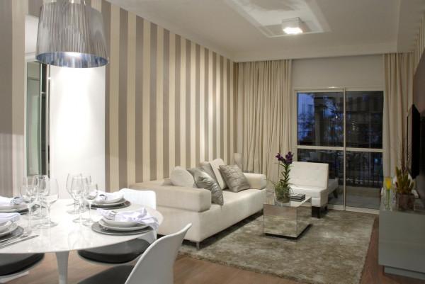 decoracao-sala-de-estar-parede-com-papel-de-parede-listrado-marel-121592-proportional-height_cover_medium