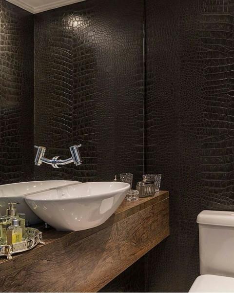 papel-de-parede-banheiro-couro