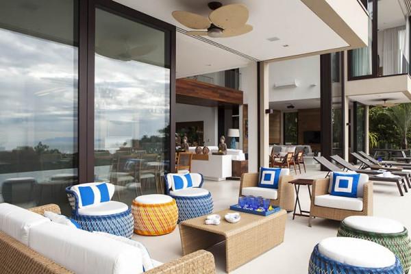 exterior-de-casa-de-praia-com-janelas-de-aluminio