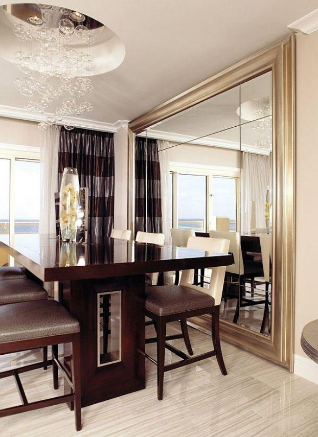 sala-jantar-móvel-escuro-espelho-de-parede-inteira