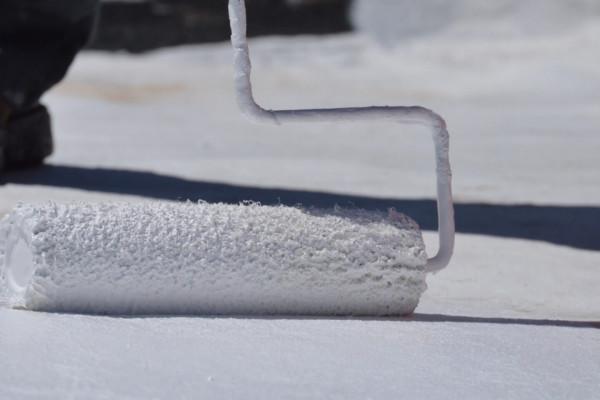 manta-liquida-aplicacao-como-aplicar-branca-impermeavel-impermeabilizante-laje-telha-telhado