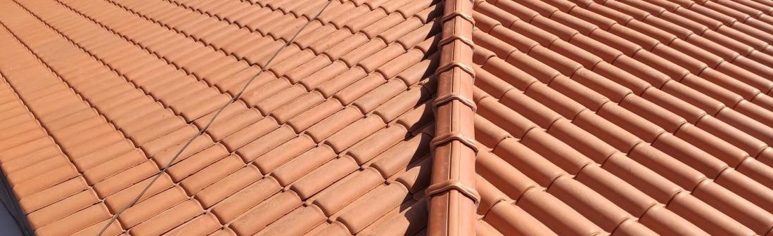 telhados_residenciais-cumeeira-telha-barro-manta-cobertura-casa
