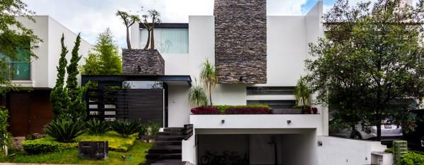 casa-branca-revestimento-metal-pedras