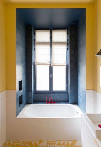 box-demarcado-com-tinta-para-azulejo-azul-escuro