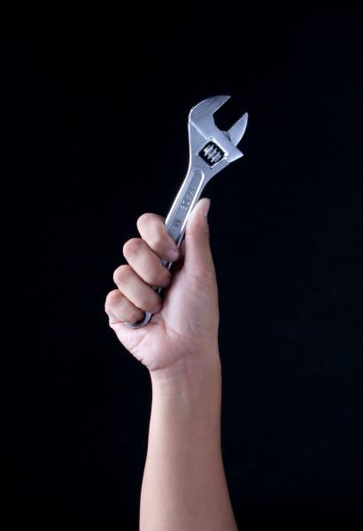 chave-inglesa-ferramenta-apertar-afrouxar-torcao-parafuso