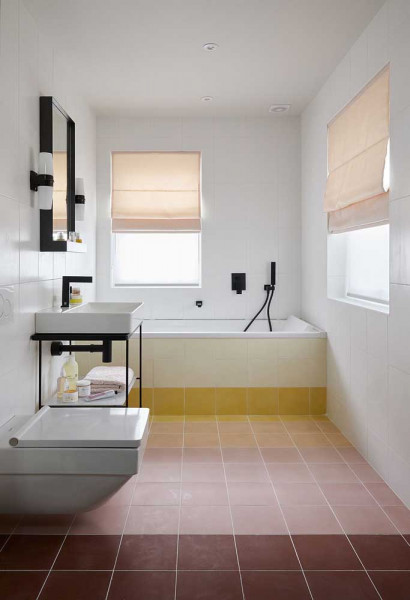 tinta-para-azulejo-epoxi-aplicada-no-piso-banheiro