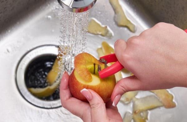 triturador-pia-alimento-maca-resto-lixo-descarte-encanamento-agua