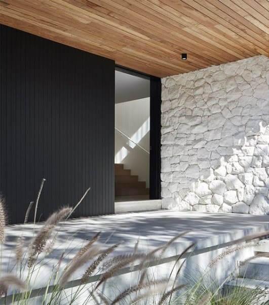 Pedra-Madeira-Branca-traz-estética-mais-moderna-foto-Pinterest