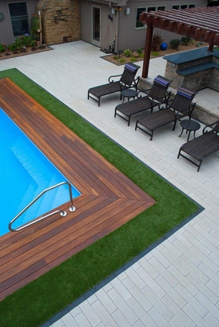 piscina-borda-grama-sintetica