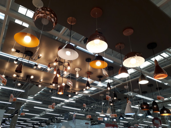 pendentes-luminarias-modernas-estilo-industrial-luz-amarela
