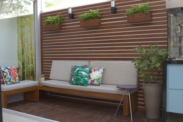 Quintal-área-externa-arandela-em-painel-de-madeira