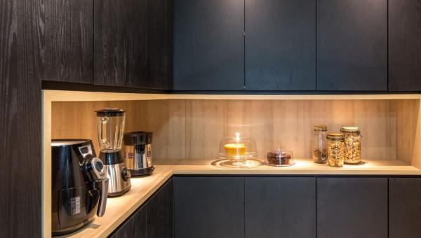 Cozinha-luminária-embutida-em-MDF