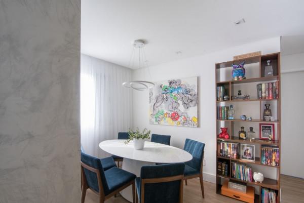 Sala-de-jantar-pendente-sobre-mesa-oval