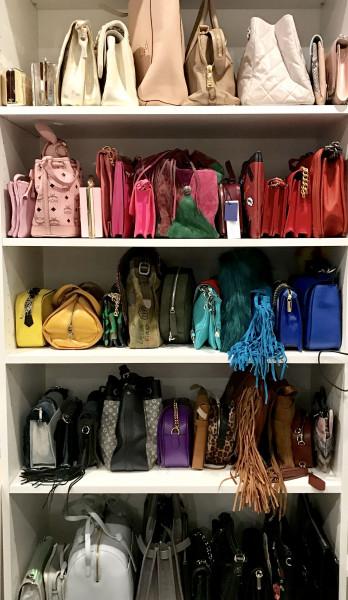 closet-armario-prateleiras-bolsas-organizar-cor-estilo-modelo-organizacao