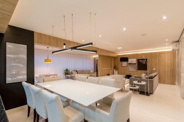 Sala-de-jantar-pendente-sobre-mesa-retangular