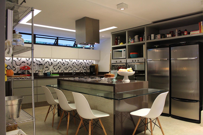 cozinha-com-ilha-bancada-moderna