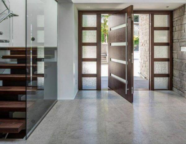 porta-pivotante-madeira-com-vidro