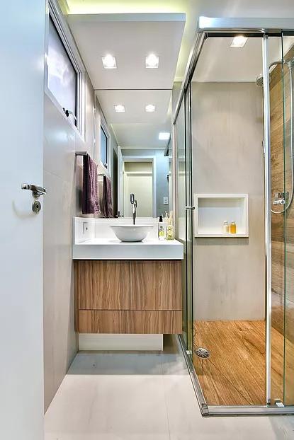 banheiro-piso-porcelanato-madeira-amadeirado