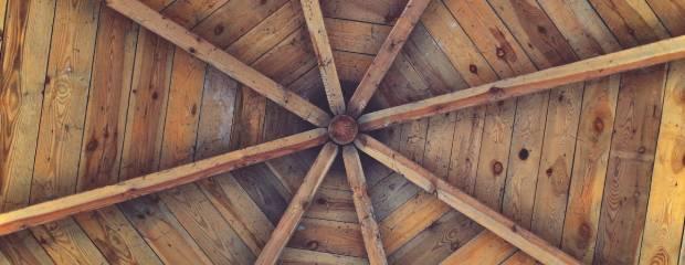 Como envernizar forro de madeira