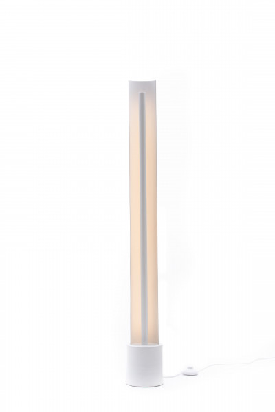 luminaria-piso-moderna-horizonte-ohma-design-telhanorte