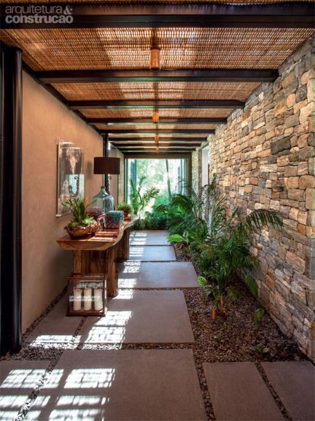 casa-campo-rural-pedras-naturais-muro-parede-rustica-decoracao-corredor-area-externa