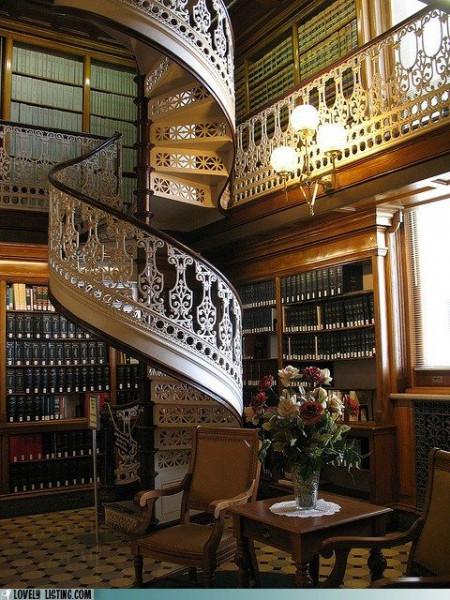escada-caracol-clássica-corrimão-ferro