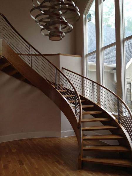 escada-curva-de-madeira