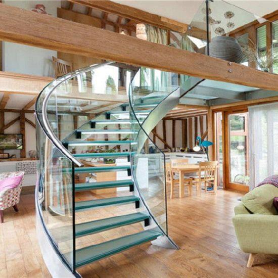 escada-curva-de-vidro