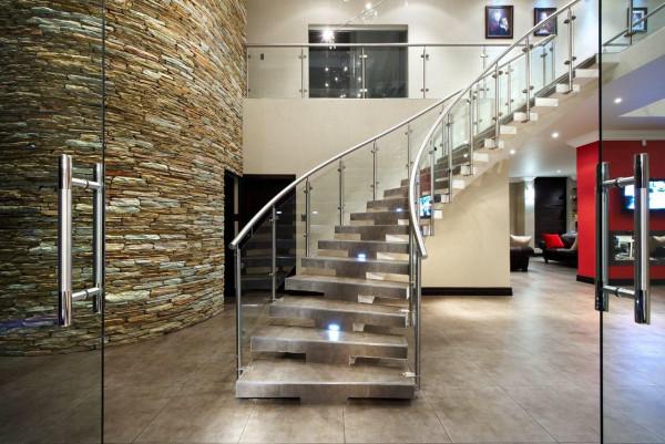 escada-curva-porcelanato