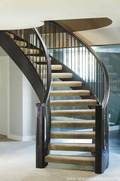 escada-curva-revestida-com-carpete