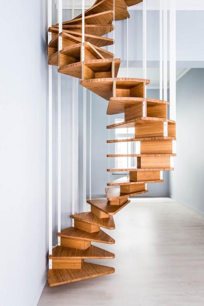 escada-em-espiral-sem-corrimão-com-barras