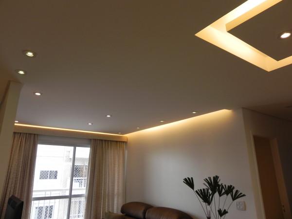 sanca-invertida-gesso-iluminacao-teto-sala-estar-luz
