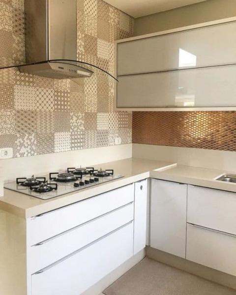 ceramica-moderna-cozinha-bronze-dourada-branca