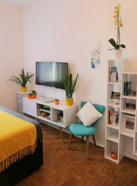 quarto-personalizado-raque-plantas-decoracao-prateleiras