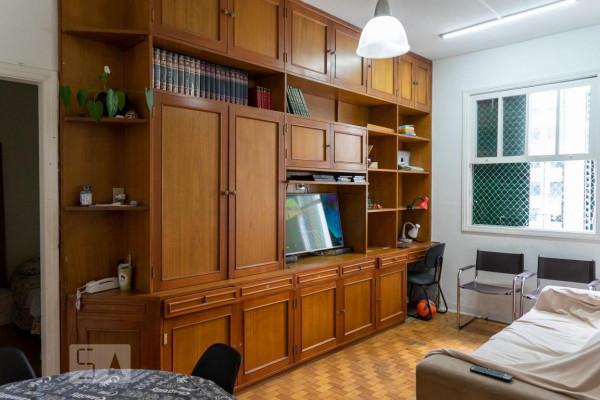 sala-estar-antes-depois-madeira-pintura-moveis-decoracao-decor-reforma-piso-paredes-estante-tv