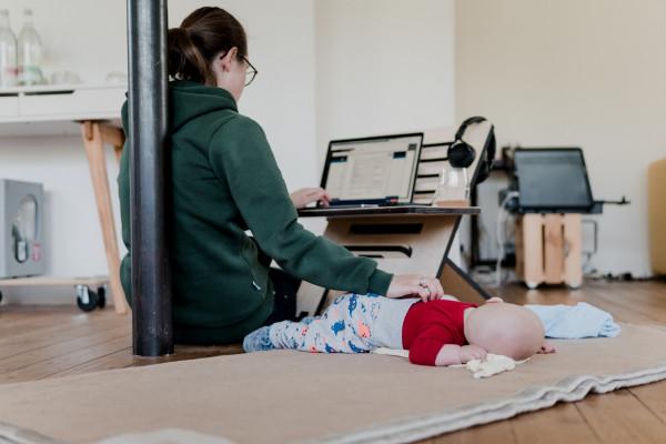 mãe-bebê-home-office