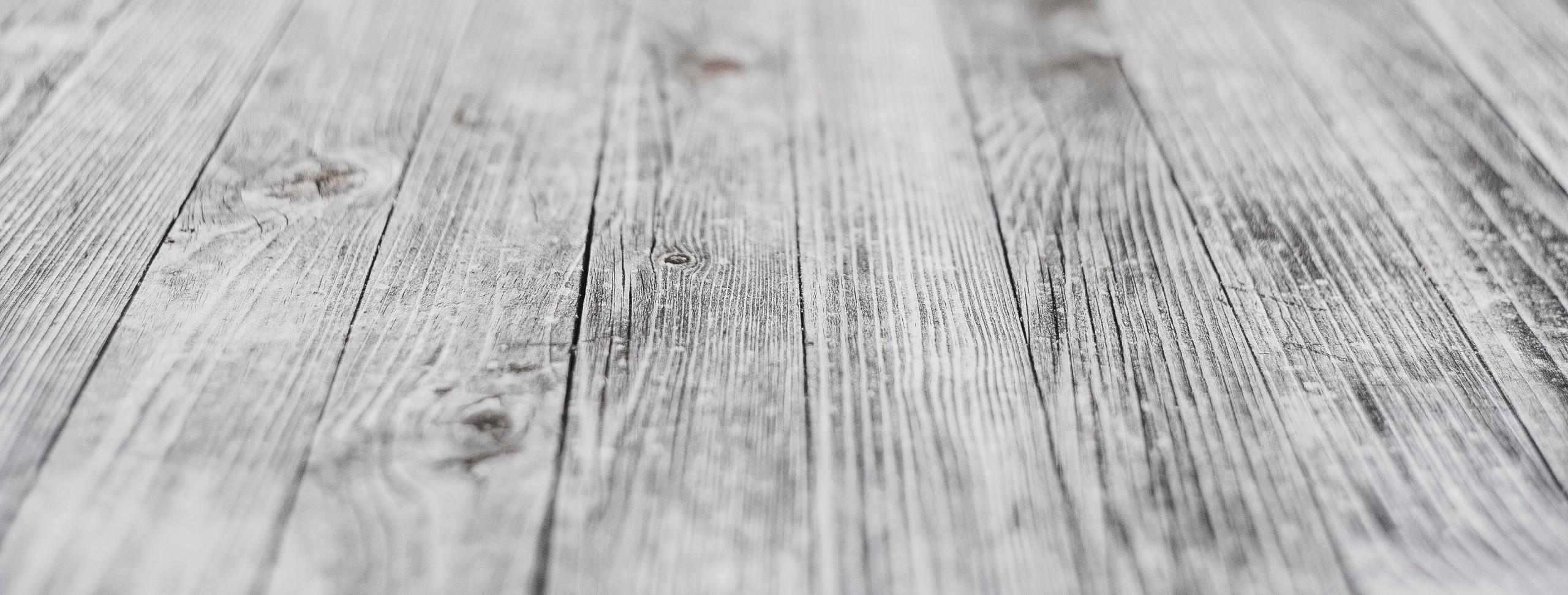 piso-madeira-taco-branco-cinza-conforto-termico-inverno-impermeavel